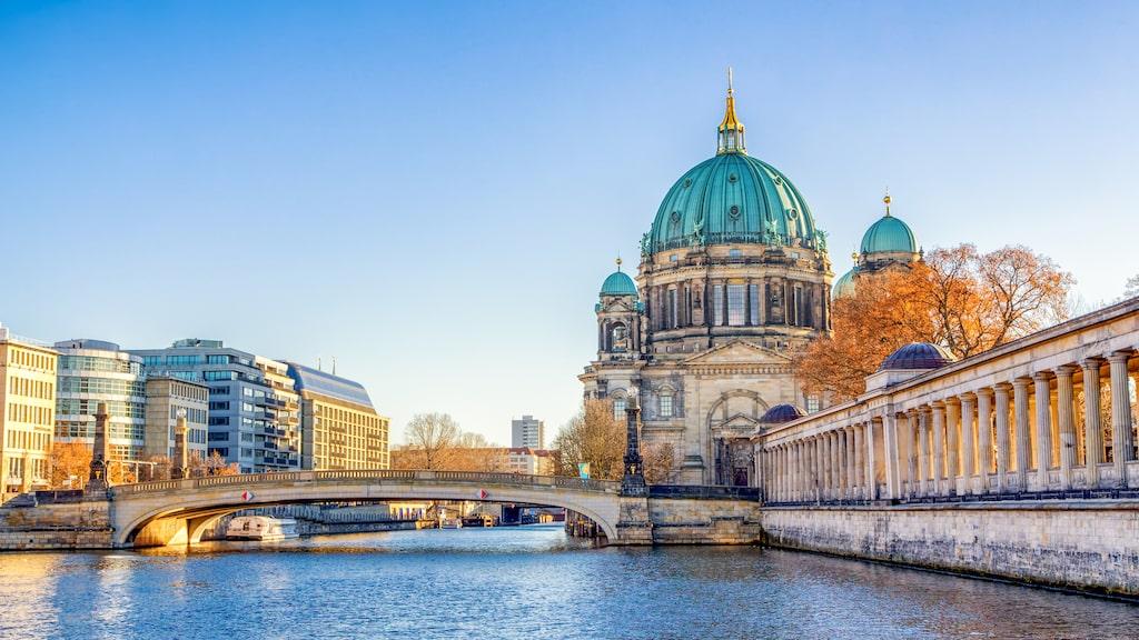 Berlin lockar med loppmarknader, billiga butiker, barer, klubbar och rester av Berlinmuren.