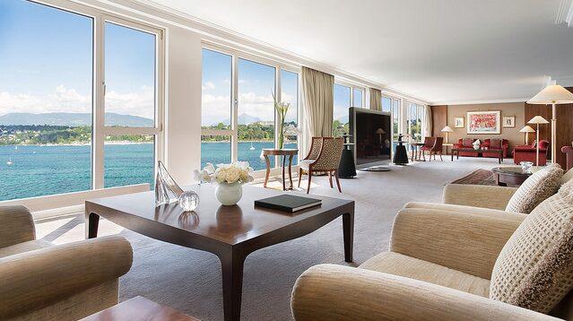 Hotellet ligger vid Genèvesjön.