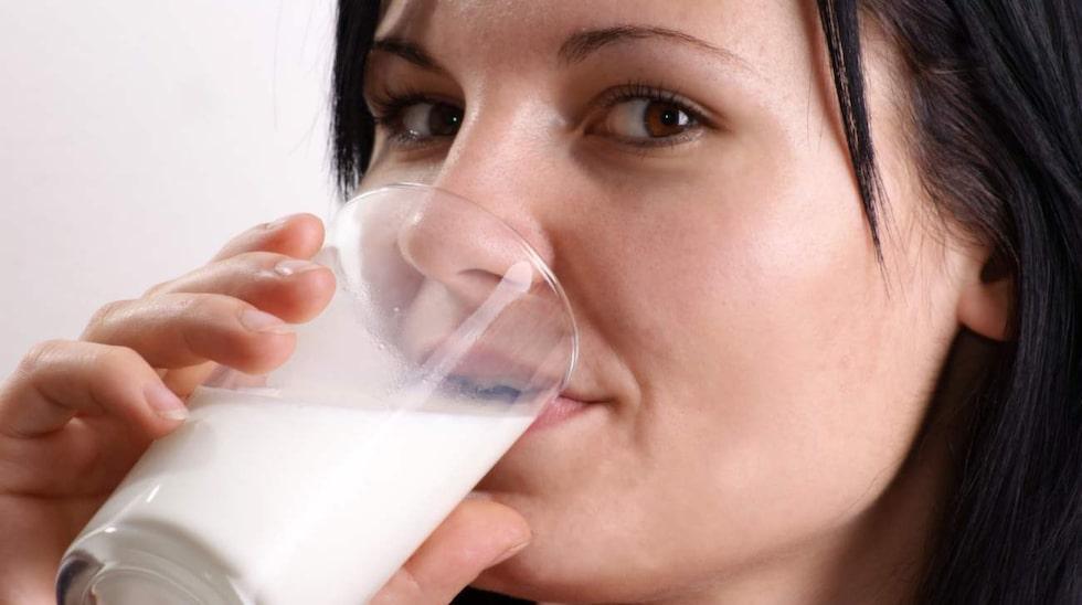 Även risken för hormonkänsliga cancerformer ökar ju mer mjölk du dricker enligt cancerläkaren.
