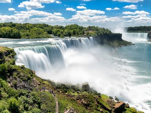 Niagarafallen ligger på gränsen mellan USA och Kanada.