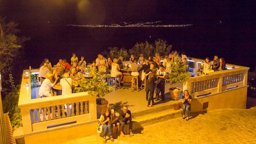 På Nadas uteservering i Vrbnik kan man ibland njuta av livejazz till middagen.