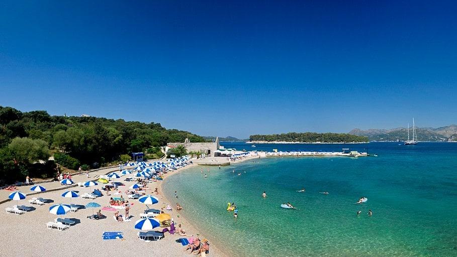 I Dubrovnik kan du njuta av tusenåriga sevärdheter, sköna bad och utflykter i den kroatiska övärlden.