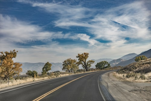 Vägen US395 bjuder på vackra vyer.