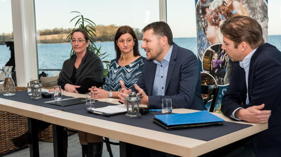 Från vänster Caroline Uneus, oppositionsråd Motala kommun, Camilla Egberth, kommunstyrelsens ordförande Motala kommun, Jan Harrit, vd Lalandia A/S, Joakim Ljugqvist, VD Tillväxt Motala.