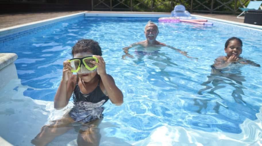 """""""Bara man tittar på poolen mår man bra"""", säger Alban."""