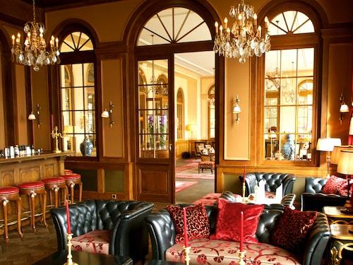 Interiör från klassiska Grand Hotel Les Trois Rois.