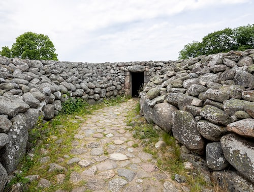 Kiviksgraven är en gravplats från bronsåldern.