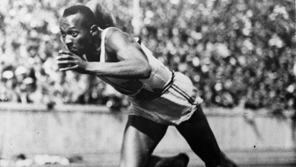 Jesse Owens, USA:s stora superstjärna i det annars så mörka OS 1936.