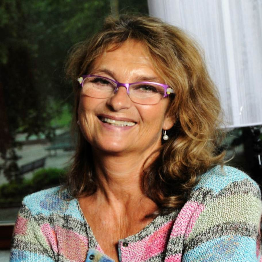 """""""Man blir smartare"""". Suzanne Reuter, 61, skådespelerska.I en intervju i M-magasin i juli berättade Suzanne Reuter att hon mår jättebra av att fasta två dagar i veckan. """"Man blir inte bara av med överflödiga kilon, man blir ju dessutom smartare"""", sa hon."""