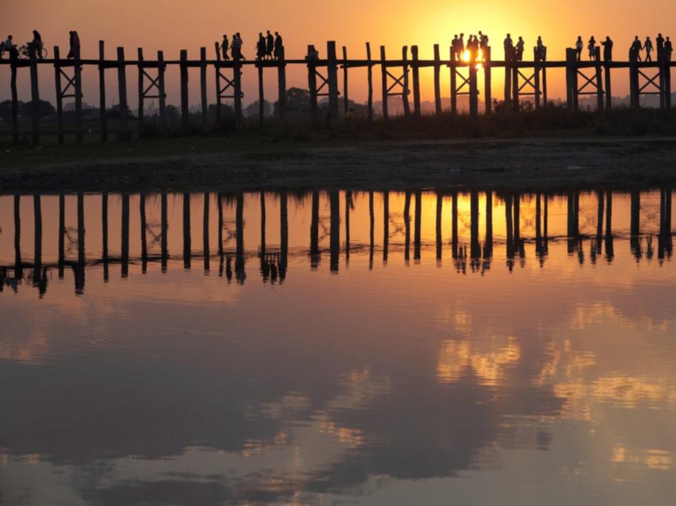 Den 1,2 kilometer långa träbron tros vara världens längsta.