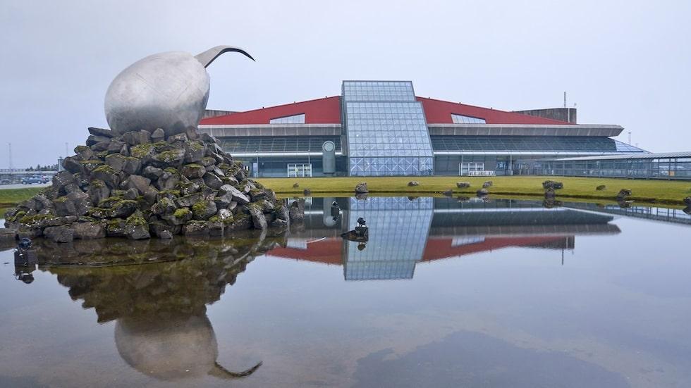 Första flyget går mellan Reykjavik och...
