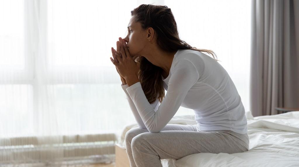 Sömnångesten kan resultera i att man till slut blir rädd för att gå och lägga sig, eftersom oron för at inte kunna somna är så stor.