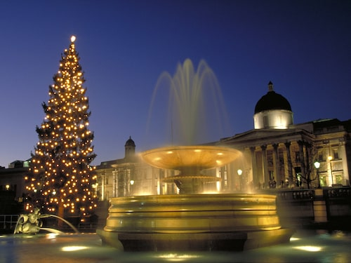 """Vid Trafalgar Square sjungs det """"christmas carols"""" (julsånger) i hela december."""