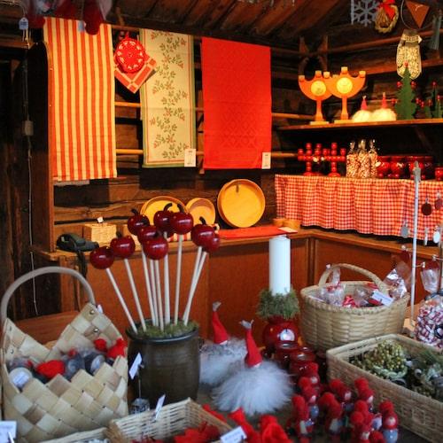 På Skansens julmarknad är det traditionellt så det förslår.