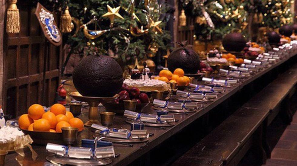 <p>I december förra året hölls en julmiddag på Hogwarts med mat, dryck, rundvandring och dans.</p>