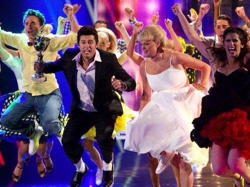 "Anette öser på i tv-programmet ""Dansfeber"". Hon har även varit med i ""Let's dance""."