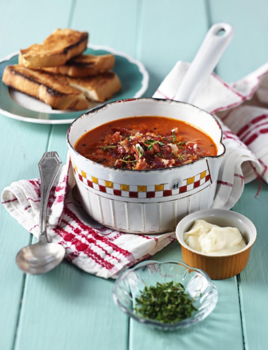 1. FISK. Hemligheten med den smakrika soppan är att den mixas slät så fiskbitarna får ge både konsistens och smak åt soppan.