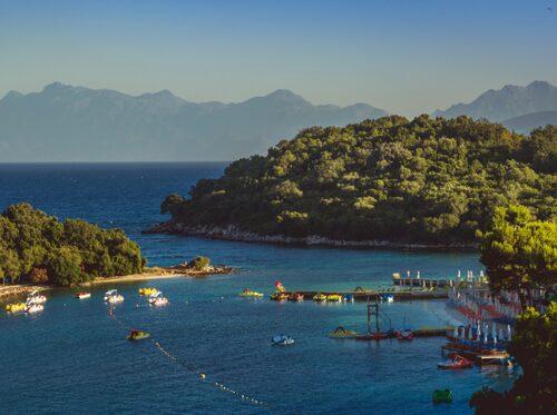Albanien är ett prisvärt semesterland som erbjuder både strand och berg.