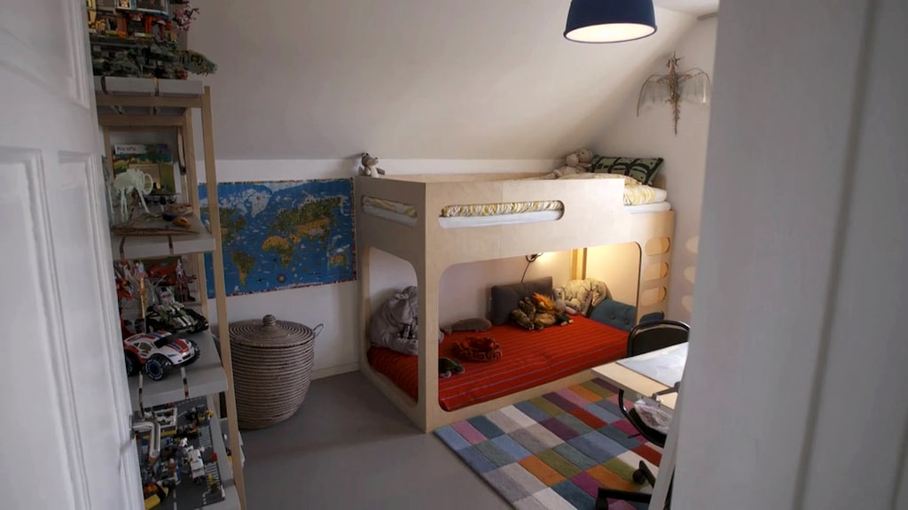 I ett mindre rum bor tioåriga sonen.