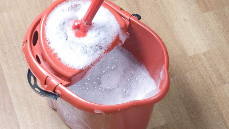 Du behöver inte köpa dyra rengöringsmedel för att få ett rent och fräscht hem.