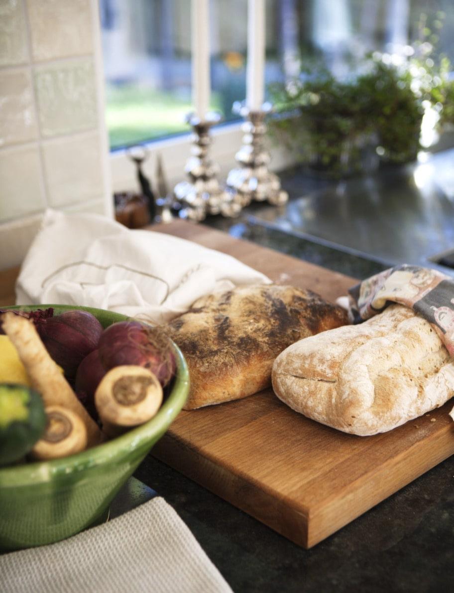 NYBAKAT. Hembakat bröd finns det alltid hemma hos familjen Fransson.