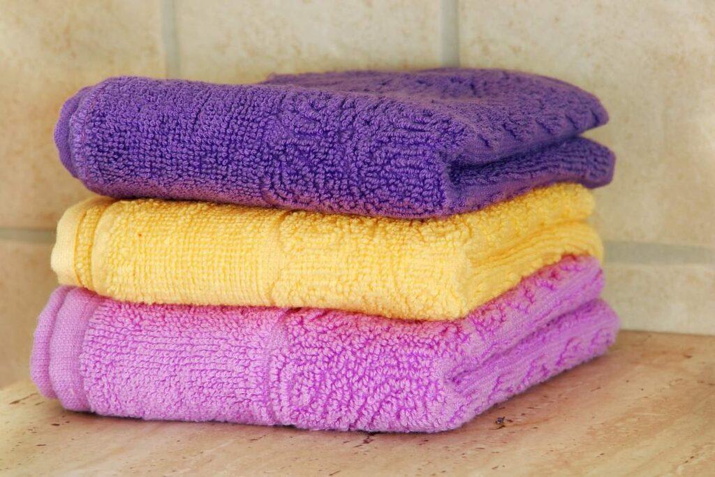 <p>Var har man handdukarna om inte i badrummet? Men faktum är att dina badlakan inte mår bra av fukten.</p>