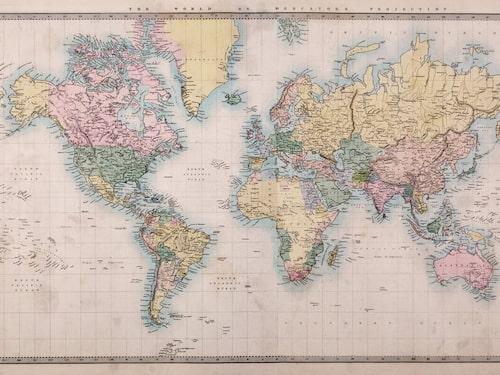 En karta i Mercatorprojektion ger en felaktig uppfattning om ländernas storlek.