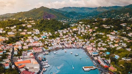 Grenada är en frodig vulkanö med avspänt tempo.