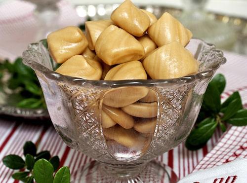 SMÖRKARAMELL. Hemgjorda karameller med härlig smörsmak.