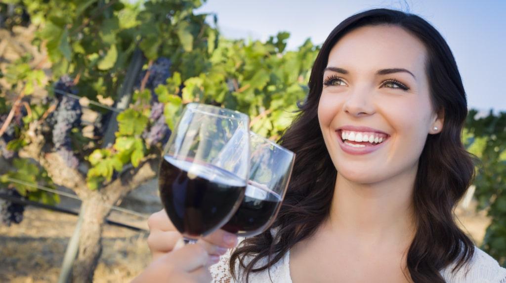 Att få en alldeles egen rad med vinrankor är en fantasieggande julklapp. Det går utmärkt att åka och hälsa på sin vingård. Obs! I vissa fall ingår vin, i vissa kan man köpa vin till rabatterat pris.