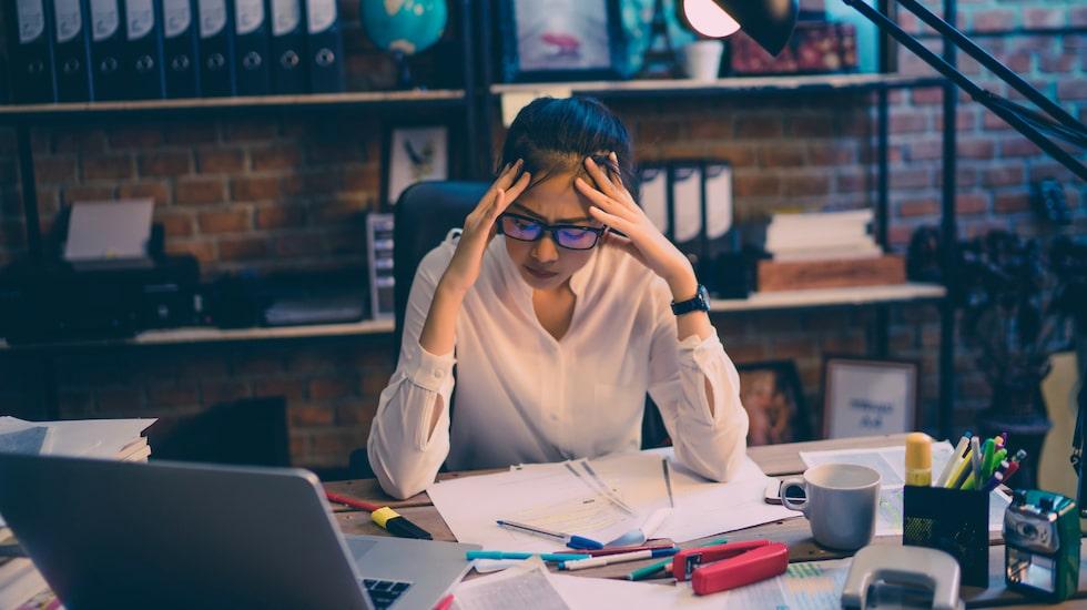 När vi stressar frisätts stresshormoner - vilket bland annat leder till att pulsen höjs, blodflödet ställs om och pupillerna vidgas.