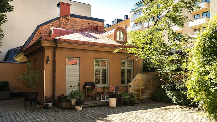 Gårdshuset är från 1882 och ligger vid Odenplan i Stockholm.