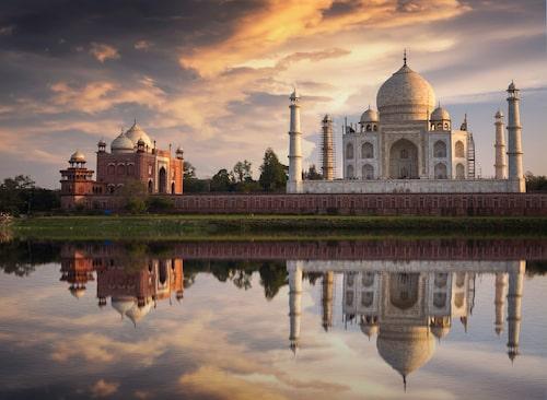 Mer än 70 000 turister besöker Taj Mahal varje dag.