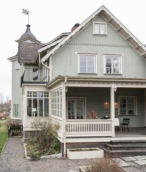 Tornhuset Charlottenlund byggdes 1901 och ligger på en höjd med fin utsikt över centrala Tenhult.