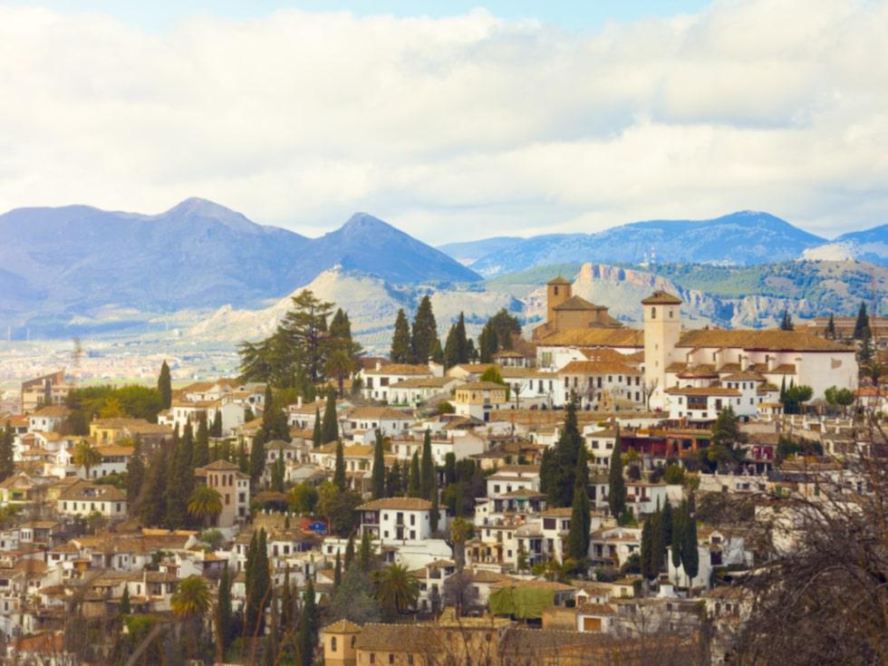 Den som längtar efter kultur och en minnesvärd stadsupplevelse bör ta sig till Granada.