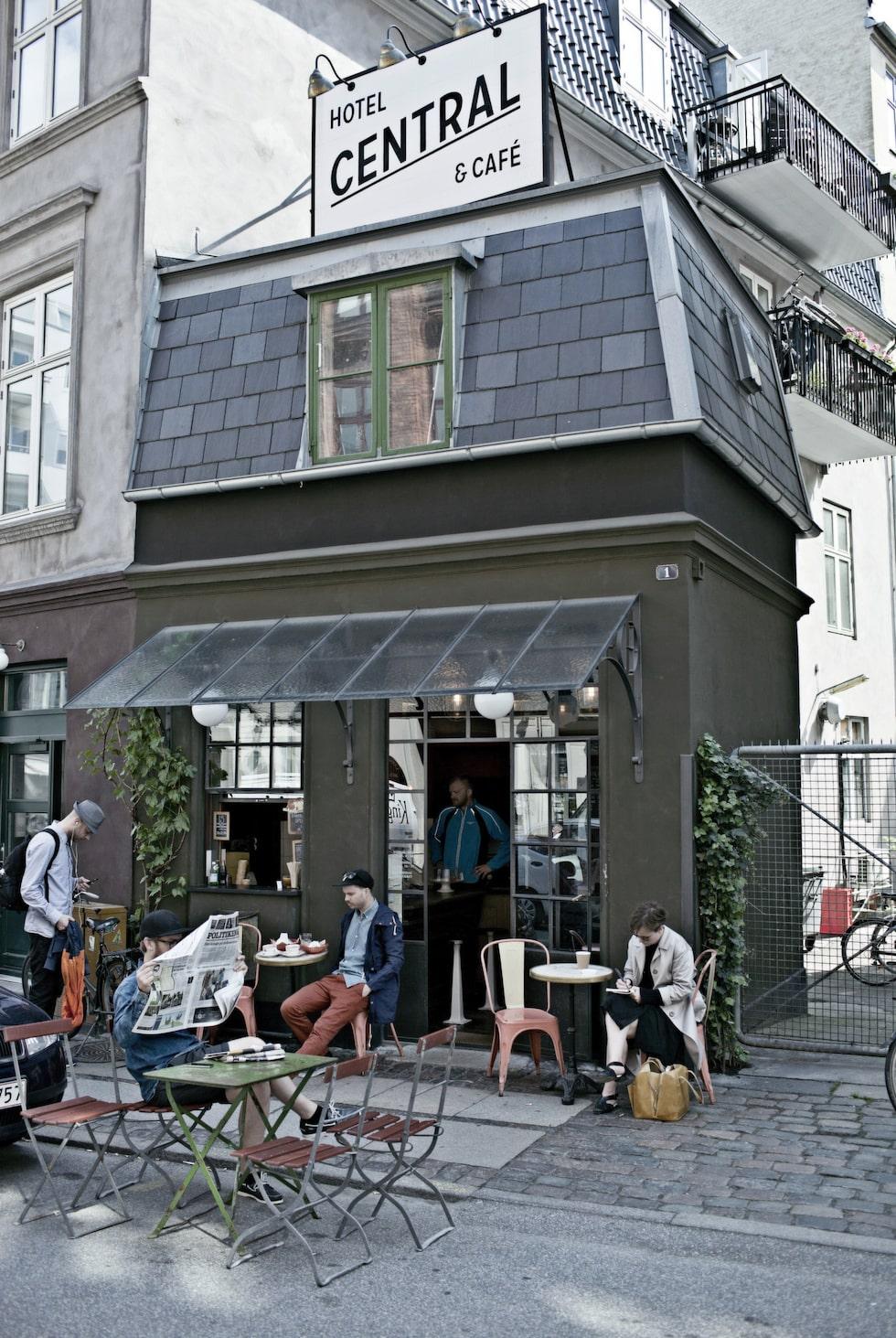 Ovanför ett kafé i Vesterbro ligger Central hotell som är ett av världens minsta.