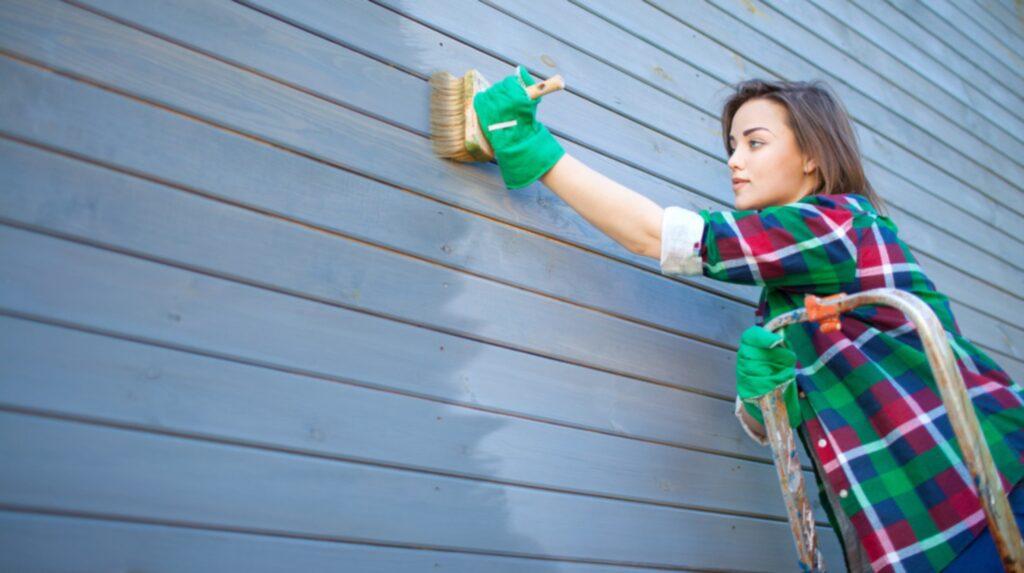 <p>En vacker dag måste huset målas. Man kan dra sig för det då det är ett stort projekt.<br>Desto viktigare är det då att utföra jobbet genomtänkt och kunnigt. Här är experternas tips!<br></p>