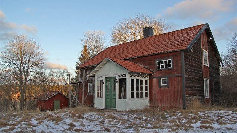 Det fallfärdiga torpet från 1870 är ett av de mest klickade bostäderna på Hemnet just nu.