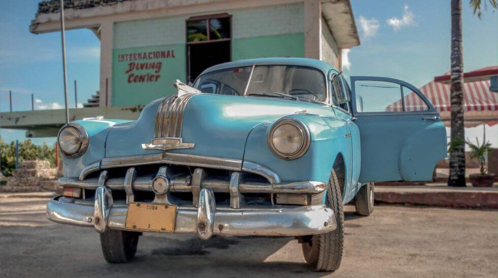 <p>Många vill se Kuba madan det fortfarande är som en tidsmaskin tillbaka till 50-talet.<br></p>