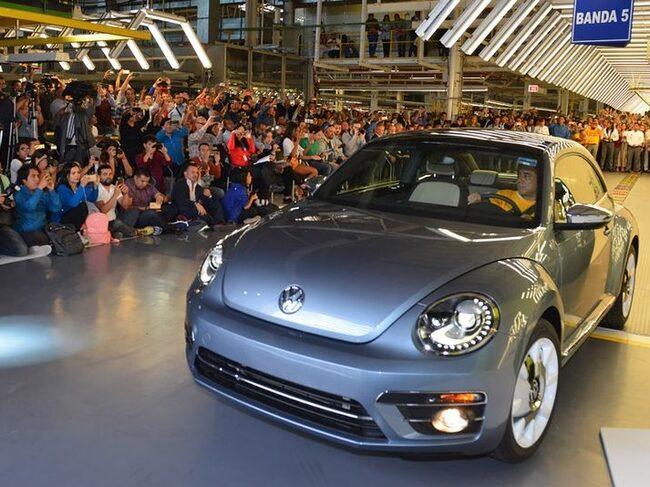 Sista Volkswagen Beetle lämnar fabriken i Mexiko.