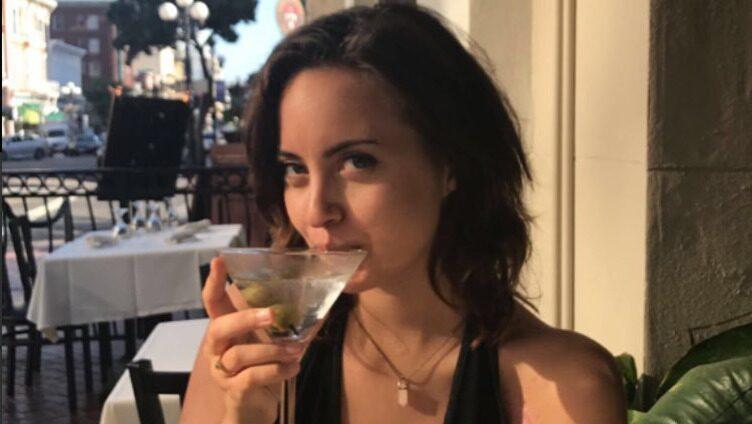 21-åriga Lauren skrev en Tinder-profil på fyllan. Nu hyllas hon.