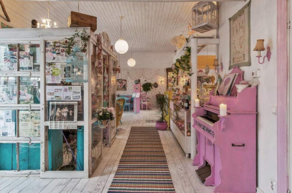 Vid entrén finns en butik.