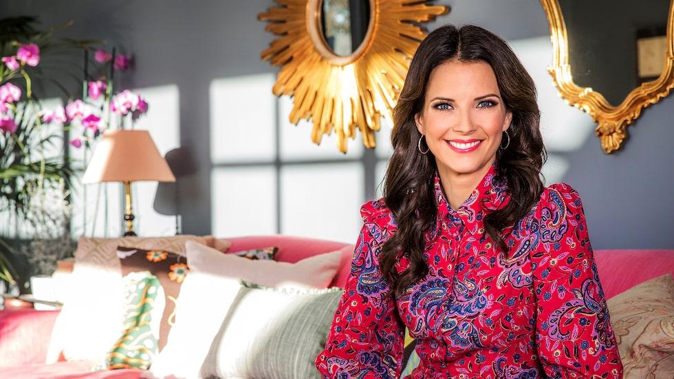 """Malin Olsson är van att hälsa på hemma hos andra i populära SVT-serien """"Vem bor här?"""" Nu berättar hon i stället om sitt eget hem."""