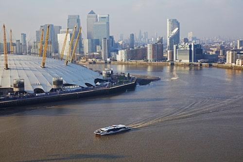 The Millennium Dome ligger där som ett flygande tefat vid Themsen.