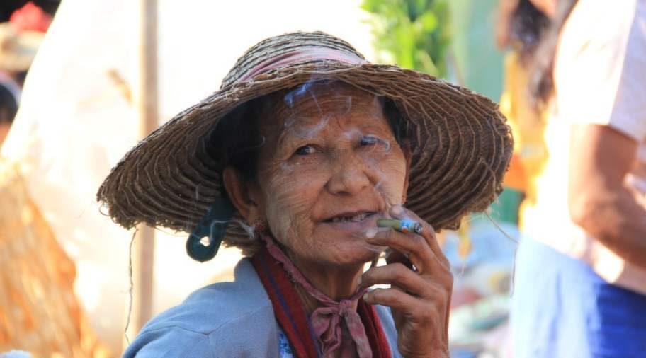Rökpaus på Hehos marknad.