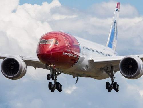 Fortsatta problem med Dreamlinern och en utdragen pilotstrejk är orsakerna.