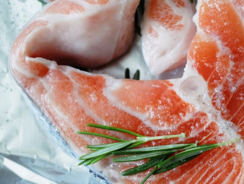 Fet fisk är lite extra bra för reumatiker, enligt Björn Sundström som forskat på kost och reumatism.