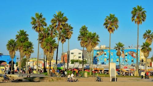 På Venice Beach i Los Angeles finns surf, strand och sol.