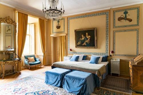 Det sägs att det spökar i vackra rum 1 på Västanå slott.