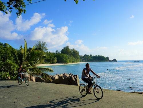Seychellernas tredje största ö La Digue är i princip bilfri. Alla cyklar.